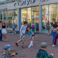 Танцы и зрители :: Sergey Kuznetcov