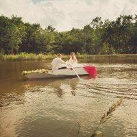 Жених и невеста в лодке :: Татьяна Омельченко