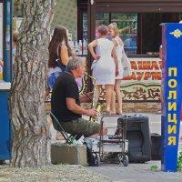 уличный музыкант :: Валерий Дворников