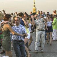 Танцевальный флешмоб на Ваське II :: Valerii Ivanov