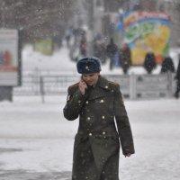 Идет солдат по городу :: Антон Бояркеев