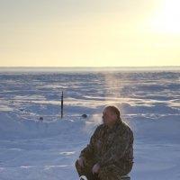 Горячие сибирские рыбаки... :: Сергей Лошкарёв