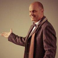 Алексей Кортнев попал в кадр на театральной... :: Maxim Timofeev