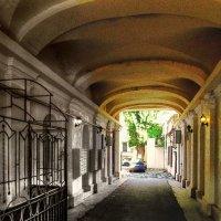 дворик в переулке Маяковского :: Александр Корчемный