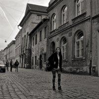 Одна, в огромном городе чужом :: Лидия Цапко