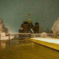 Незванный снег...... :: Виктор