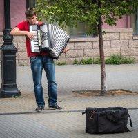 Уличный музыкант :: Марк