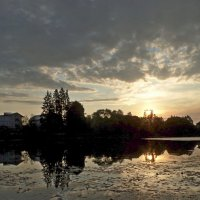 Рассвет на озере :: Юрий Цыплятников