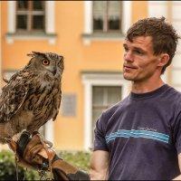 Мужчина с птицей :: Валентин Яруллин