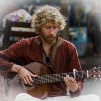 Портрет с гитарой-2«Израиль, всё о религии...» :: Shmual Hava Retro