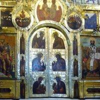 Царские врата в иконостасе собора Рождества Пресвятой Богородицы в городе Суздаль :: Galina Leskova