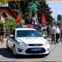 Въезд участников праздника в почётном сопровождении сотрудников ДПС. :: Анатолий Ливцов