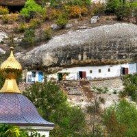 дом в скале :: Вячеслав Яценко