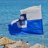 ветер сильно потрепал стяг города :: Валерий Дворников