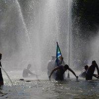 Купание в фонтане :: Savayr
