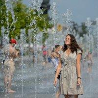 Жара, девушка, фонтан. :: Александр Степовой