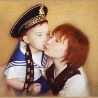 Почему  же так девчонки любят моряков?) :: Елена Прихожай