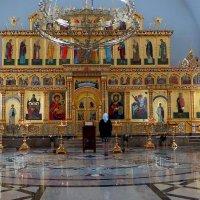 в храме :: Олег Петрушов
