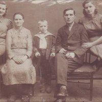 Семья. 1939 г. :: Нина Корешкова