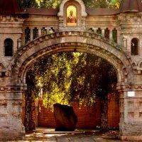 Ворота Никольского монастыря :: Марина Калинкина
