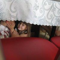 Поцелуи под праздничным столом... :: Ольга Клишевская