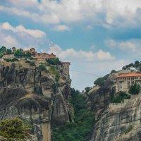 Метеора Греция. Монастырь Святого Варлаама (слева на скале). :: Vladimir 070549