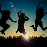 Прыжок на закате солнца :: Алексей Хоноруин