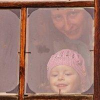 Преломление в старом стекле :: Валерий Симонов