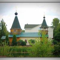 Церквушка у пруда :: Полина Бесчастнова