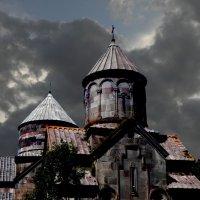 Монастырьский комплекс Кечарис, фрагмент :: Леонид Хачатрян