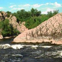 Горный массив у реки :: Екатерина Мовчан