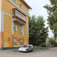 Старый дом-новый вид :: Наталья Золотых-Сибирская