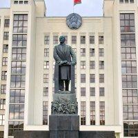 Минск- площадь Независимости :: yuri Zaitsev