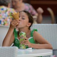 Мороженое и мохито. :: Александр Степовой