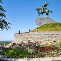Памятник С. Юлаеву в Уфе :: Любовь Потеряхина