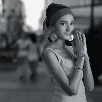 Девушка в городе. :: Ivan Pavlov