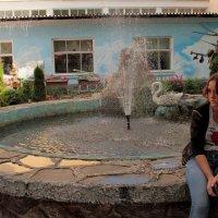 Девушка и фонтан :: Екатерина Василькова