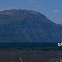 горы море кораблик :: Валентина Папилова