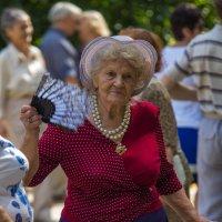 Дама на танцплощадке в Сокольниках :: Дмитрий Сушкин