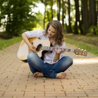 Девушка с гитарой :: Наталья ***