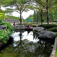 Таиланд. Корат. Парк рядом с храмом :: Владимир Шибинский