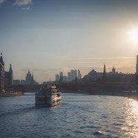 Прогулка по городу :: Михаил Кучеров
