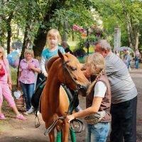 Наконец-то забралась на лошадку :: Екатерина Василькова