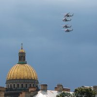 Вертолёты над Исаакием :: Вера Моисеева