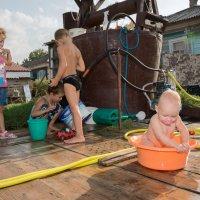 В летний зной выручит водичка! :: Оксана Коваленко