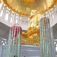 Таиланд. Корат. Сбор пожертвований в храме :: Владимир Шибинский