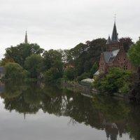 Вид со старинного моста, перекинувшегося через впадающий в Миннивотер канал :: Елена Павлова (Смолова)