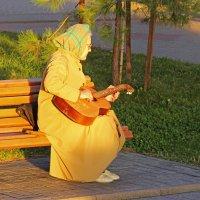 Бабушка с гитарой :: Никита Иванов