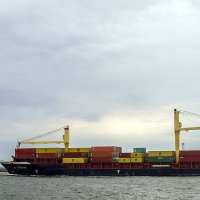 Держит курс согласно фрахту...В порт... :: juriy luskin