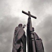 Памятник Кириллу и Мефодию :: Валентина Пирогова